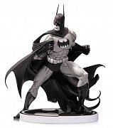 Batman černobílá socha Tim Sale