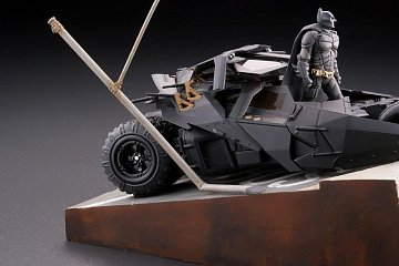 Batman Begins Legacy of Revoltech Diorama Batmobile Tumbler in Gotham City 17 cm - 12