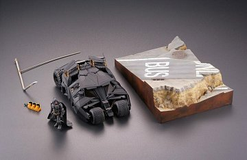 Batman Begins Legacy of Revoltech Diorama Batmobile Tumbler in Gotham City 17 cm - 14