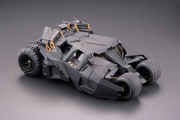 Batman Begins Legacy of Revoltech Diorama Batmobile Tumbler in Gotham City 17 cm - 16