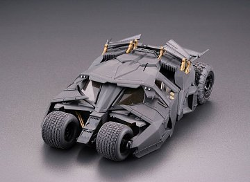 Batman Begins Legacy of Revoltech Diorama Batmobile Tumbler in Gotham City 17 cm - 17