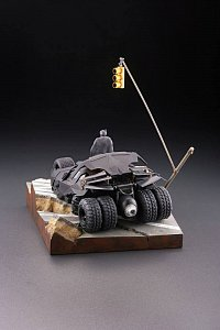 Batman Begins Legacy of Revoltech Diorama Batmobile Tumbler in Gotham City 17 cm - 3