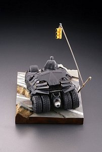 Batman Begins Legacy of Revoltech Diorama Batmobile Tumbler in Gotham City 17 cm - 4