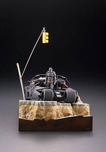 Batman Begins Legacy of Revoltech Diorama Batmobile Tumbler in Gotham City 17 cm - 7