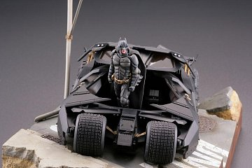 Batman Begins Legacy of Revoltech Diorama Batmobile Tumbler in Gotham City 17 cm - 8