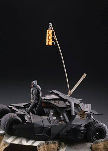 Batman Begins Legacy of Revoltech Diorama Batmobile Tumbler in Gotham City 17 cm - 10