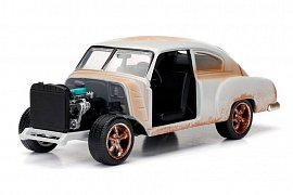 Fast & Furious 8 Diecast Model 1/24 Dom\'s Chevrolet Fleetline